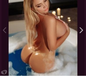 Birsen incall happy ending massage Eustis, FL